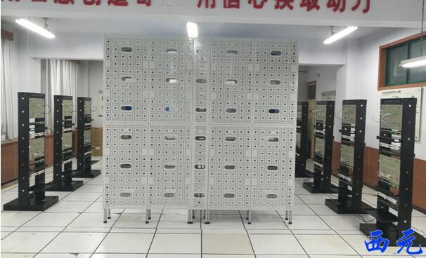 西元网络综合布线实训室局部图
